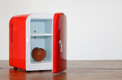 Litet rött kylskåp
